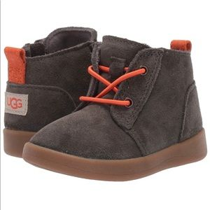 Ugg (baby/toddler) size2/3 new in box. chukka boot
